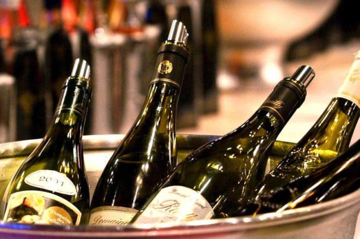 Distribution de bouteilles de vins aux HCC